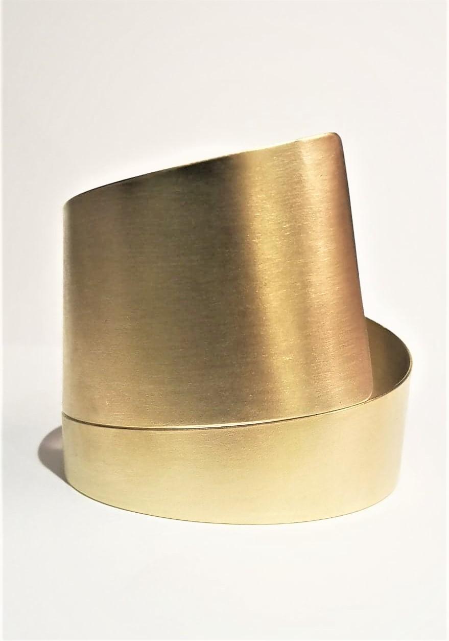 bred armring spiral gylden guld messing mat armbånd